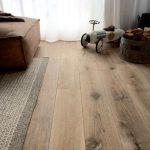 Eiken houten vloer geschaafd gerookt en wit geolied. Benieuwd wat deze vloer kos...