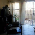 Geräumige 2-Zimmer-Wohnung im Erdgeschoss mit privatem Gartenbereich. Dieses Haus ...