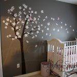Kindergarten Wandaufkleber für Jungen oder Mädchen Zimmer. Große Kirschblüte Baum Wandtattoo mit Vögeln und Schmetterlingen. Erhalten Sie benutzerdefinierte Farben kostenlos!