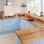 Küchenschränke aus massiver Eiche in Lulworth-Blau lackiert#fashionshoot #fash...