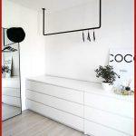 Schöne Offener Kleiderschrank im skandinavischen Stil, schwarz und weiß - #schwarz #schrank #...