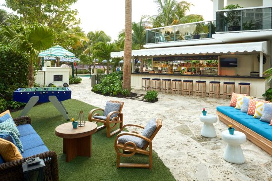 The Backyard Bar (Poolside) - Picture of The Confidante Miami .