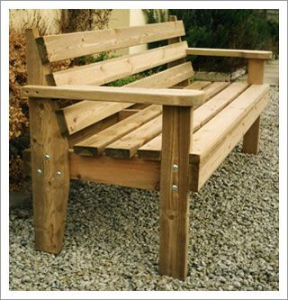 The wooden bench: Robust and comfortable | Wooden pallet furniture .