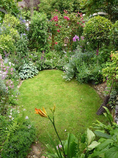 sunken garden | Small cottage garden ideas, Small garden design .