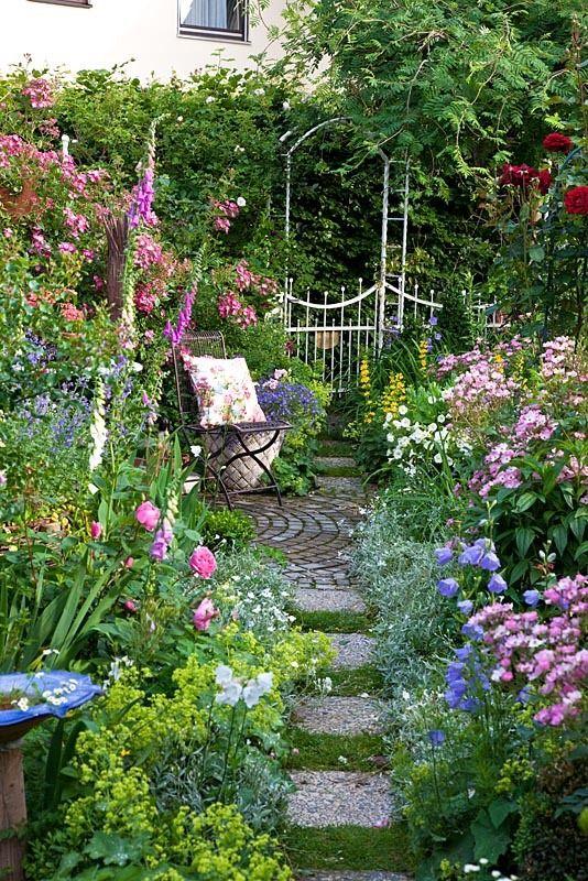 "yellowrose543: ""Garden "" | Small cottage garden ideas, Beautiful ."
