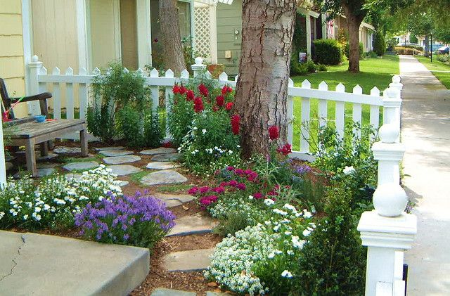 Cottage garden 1 | Small front yard landscaping, Porch garden .