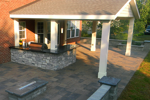 Covered Patio with Outdoor Kitchen - Landscaping Outdoor Kitchens .