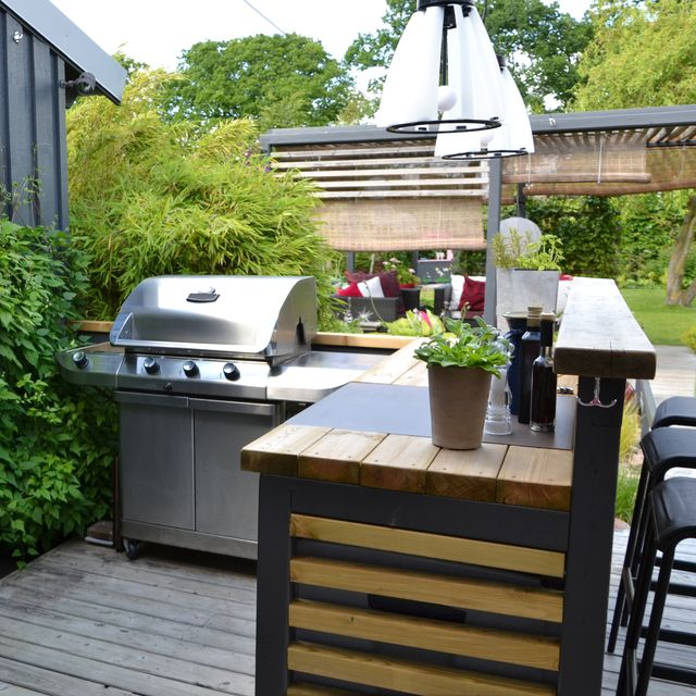12 Best Outdoor Bar Ideas - DIY Outdoor Bars for Entertaini