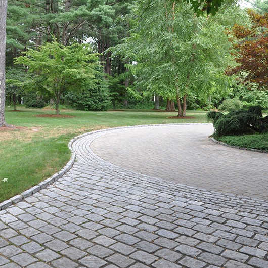 The Benefits of Brick and Stone Pavers | Driveway Paving Near Me .