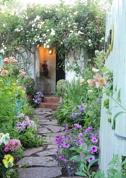 Easy Garden Design Ideas You Can Do Yourself | Small cottage .