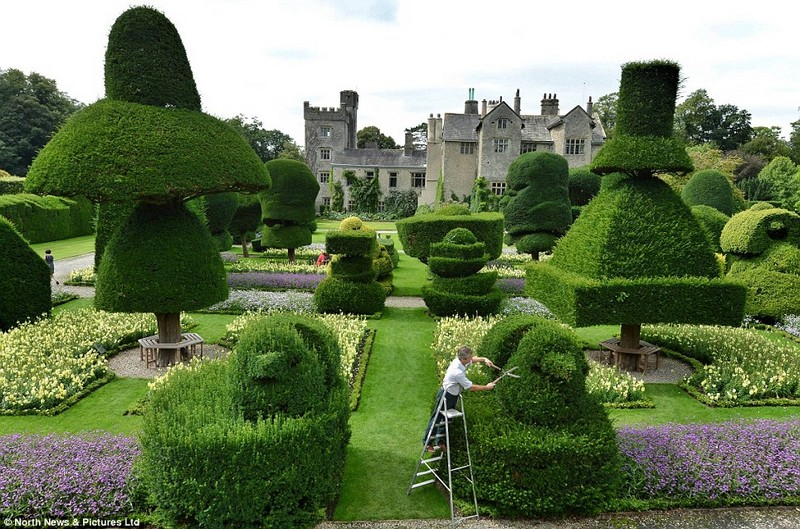 Discover the 15 Best English Gardens You Must Visit 11 - Covet Editi