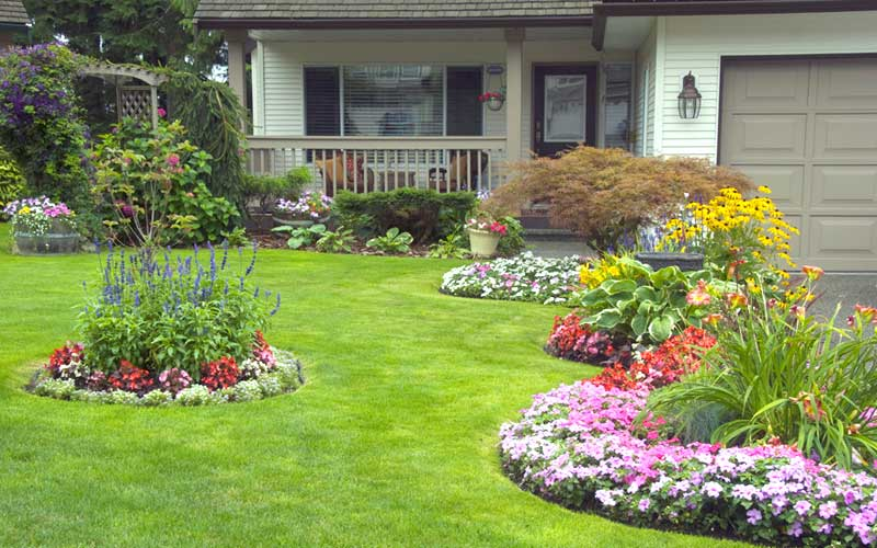 15 Landscaping Ideas for Front Yards - Garden Lovers Cl