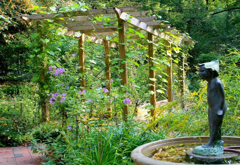 25 Charming Garden Trellises and Arbors - Garden Lovers Cl