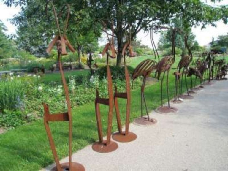 33+ Exciting Outdoor Metal Garden Art Ideas You Must T