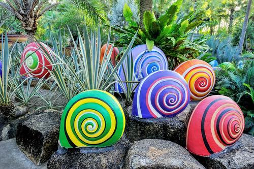 Fun, Creative Garden Art to Keep Your Garden Happy Through Winter .