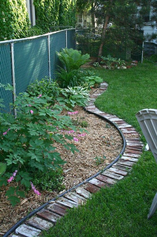 9 Creative Ideas for DIY Garden Borders | Brick garden, Garden .