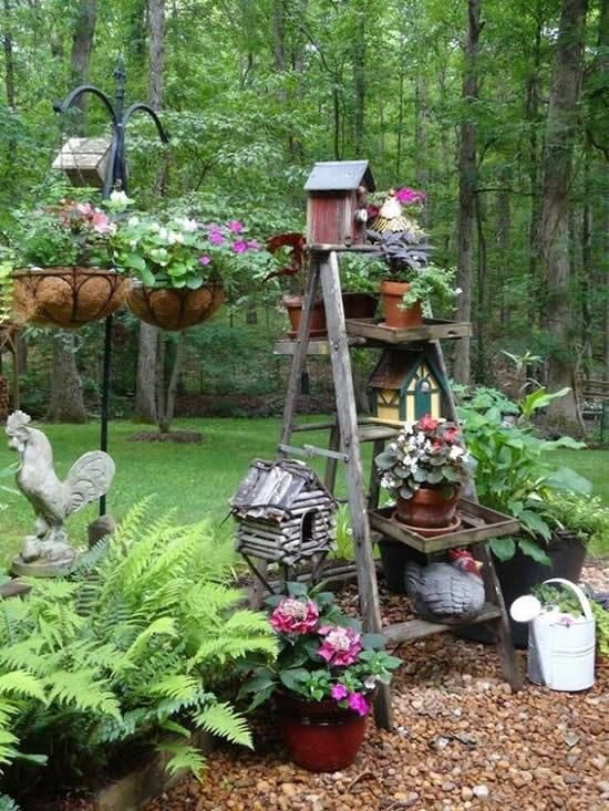 Rustic – Farmhouse DIY garden decoration with old wooden ladders .
