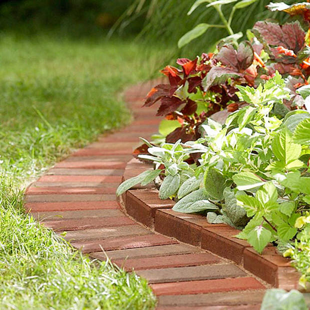 Beautiful & Classic Lawn Edging Ideas   The Garden Glo