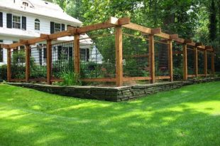 15 DIY Garden Fence Ideas With Pictures! | Fenced vegetable garden .