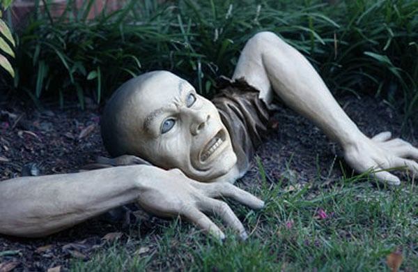 Zombie Garden Ornament: The Zombies Are Coming! | WayCoolGadgets.c