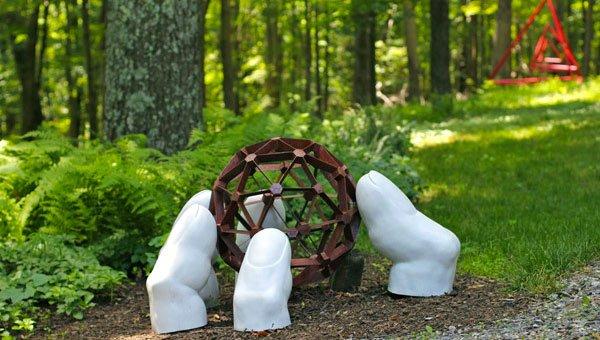 20 Smartly Designed Modern Spherical Garden Sculptures | Home .