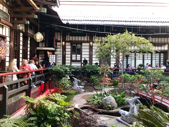 Japanese garden seating - Picture of Yamashiro, Los Angeles .