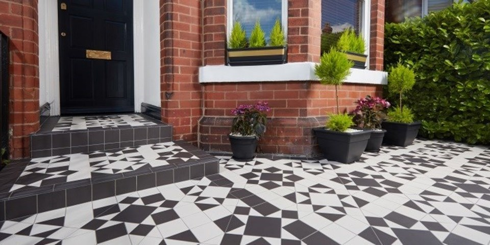 Victorian floor tiles – a Swoon Worthy garden makeov