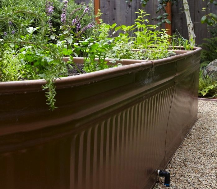 Steal This Look: Water Troughs as Raised Garden Beds - Gardenis