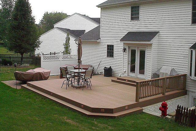 Ground level composite deck | Patio deck designs, Patio, Backyard .