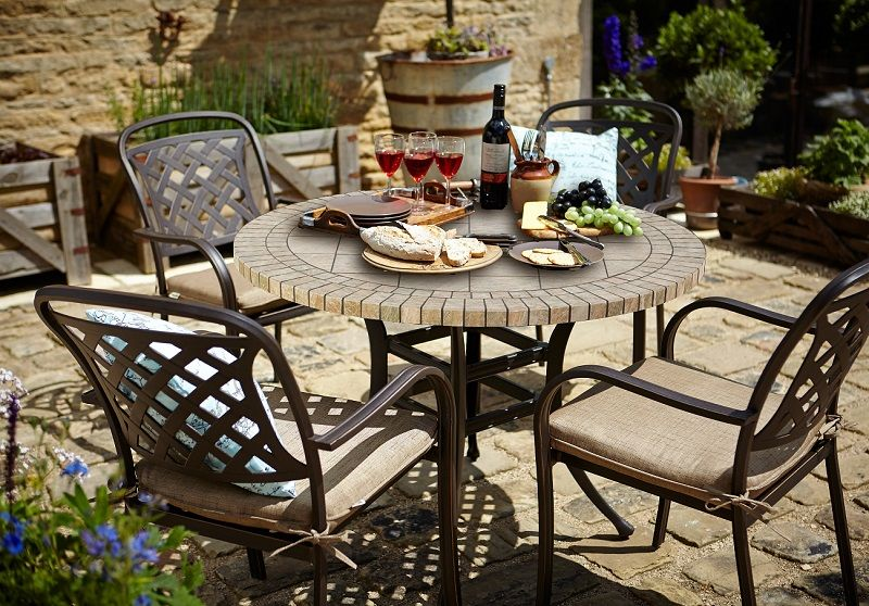 Small Image of Hartman Berkeley Ceramic 4 Seater Round Dining Set .