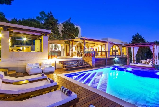House with Swimming Pool - How to Choose the Best One - Lucas Fox .