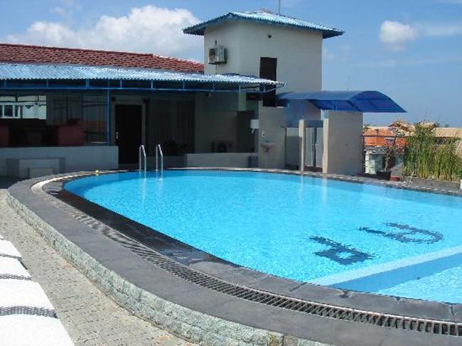 Indian-origin woman found dead in swimming pool in US - World Ne