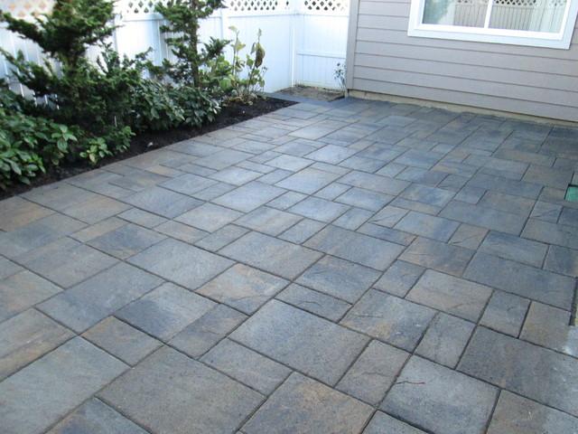 Paver patios (Interlocking Concrete Pavers) - Contemporary - Patio .