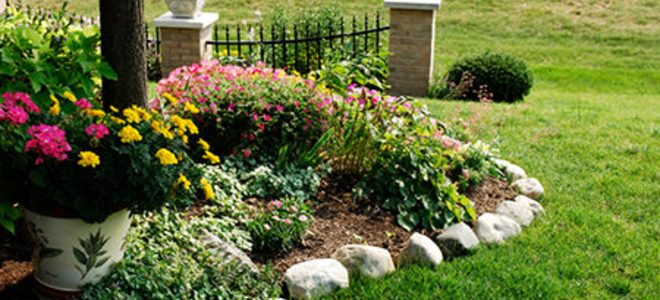 Landscape Edging: Stone, Plastic, Brick or Metal? | DoItYourself.c