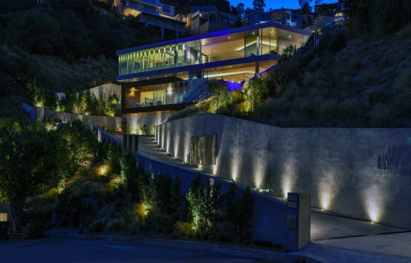 Top 40 Best Driveway Lighting Ideas - Landscaping Desig