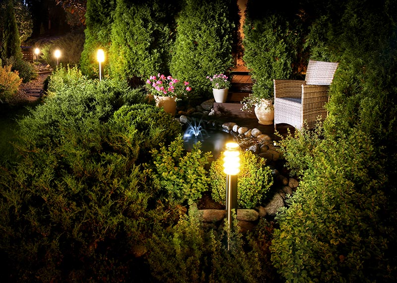 10 Cheap Landscaping Lights – That Do the Job of More Expensive Ligh