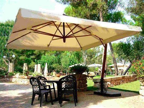 60 Best Patio Umbrella Ideas for Your Backyard   Outdoor patio .
