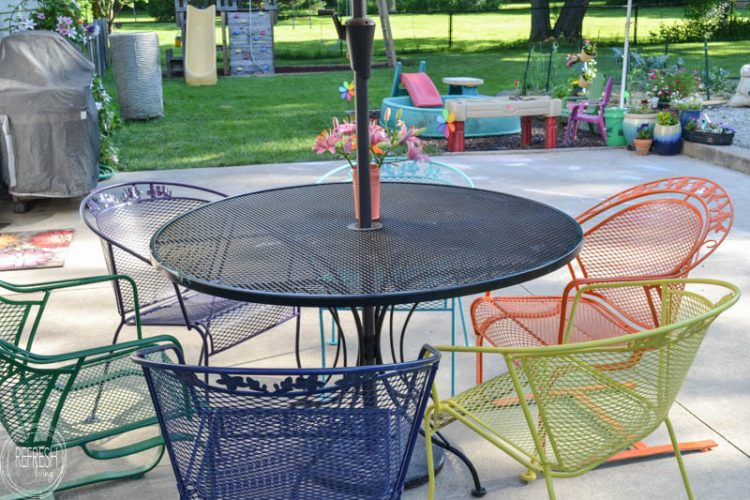 How to Paint Metal Lawn Furniture - Refresh Livi