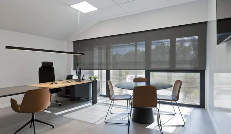 ROLLER BLINDS INSTALLED IN MODERN OFFICE - Picture galle