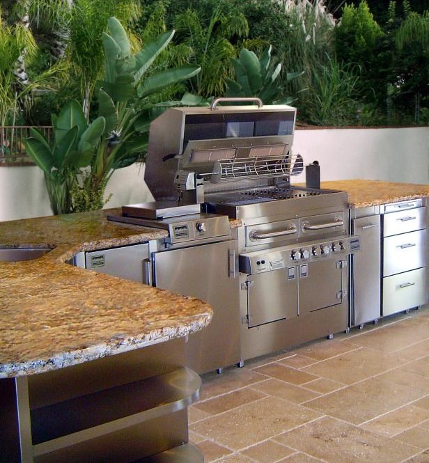 10 Tips for a better Outdoor Kitchen Design | KGT Remodeli