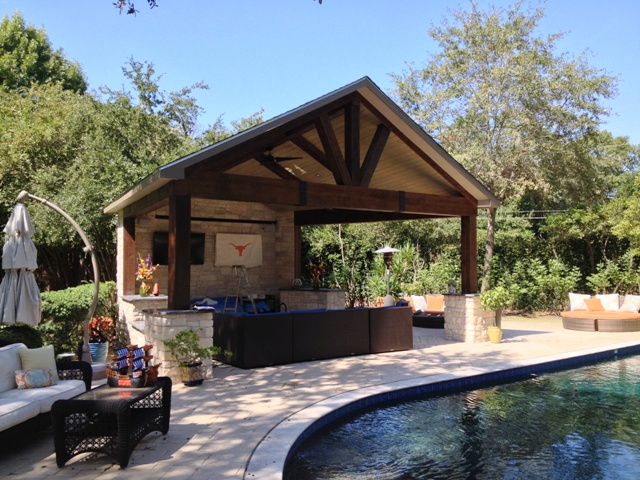 5 Outdoor Living Spaces with a Texan Tou