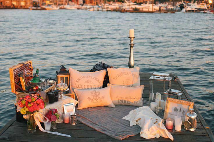 10 Romantic Outdoor Settings | Romantic picnics, Cute date ideas .