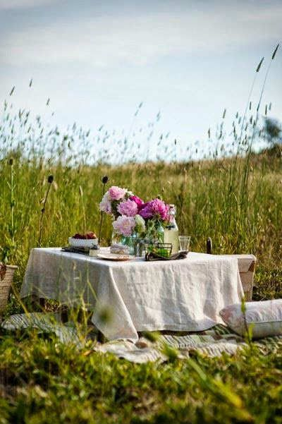 10 Romantic Outdoor Settings | Outdoor, Romantic picnics, Picnic ti