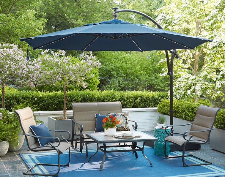 Large Outdoor Umbrellas Let You Relax In Shady Comfort - Realty Tim
