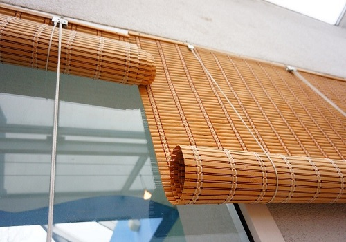 How To Select The Right Kind Of Outdoor Patio Blinds? - Krave