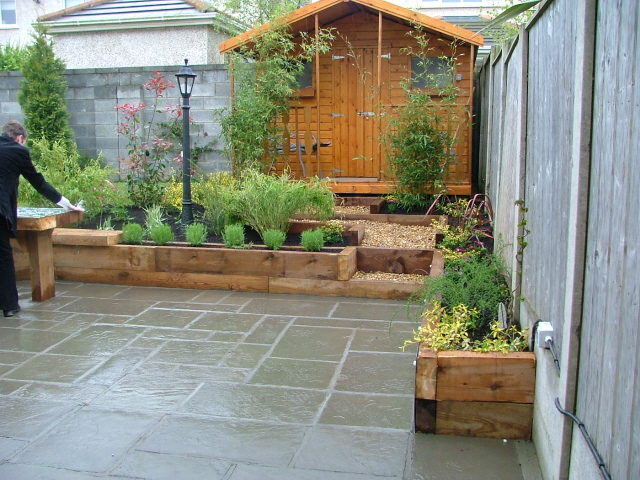 Small Patio Garden Designs P