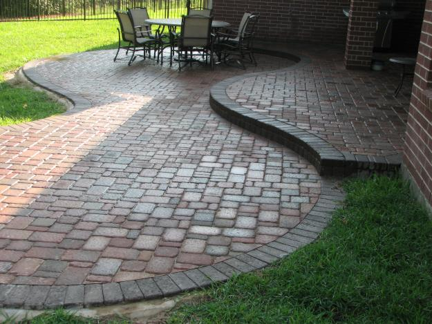 St. Louis Hardscape Contractor >> Call Barker & Son at 314-210-54