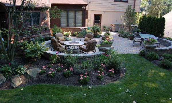 15 Landscaping Ideas Around Patio and Paved Are