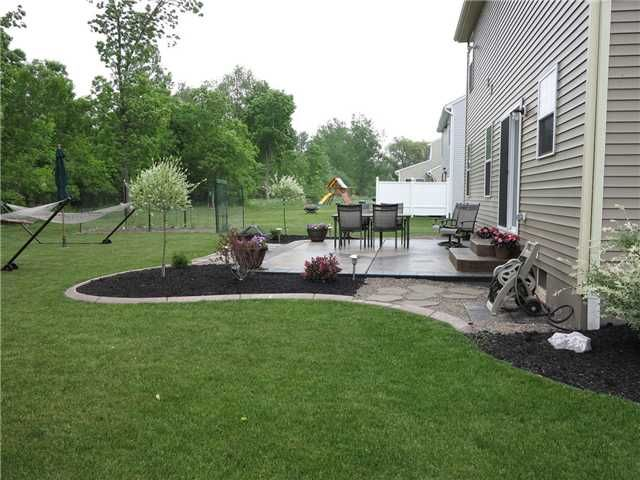 Landscaping idea for around patio | Backyard landscaping, Patio .