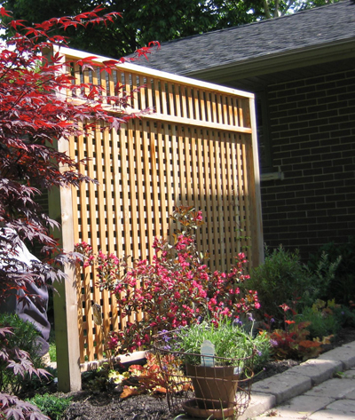 Patio Privacy Screen using recycled cedar posts - FineWoodworki